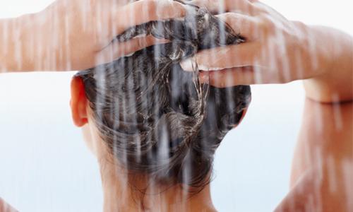 como-proteger-el-cabello-del-sol-hidratarse-tan-inn-blog